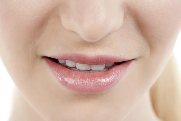 kuruyan catlayan dudaklar dolgun dudaklar dudak nemlendirme