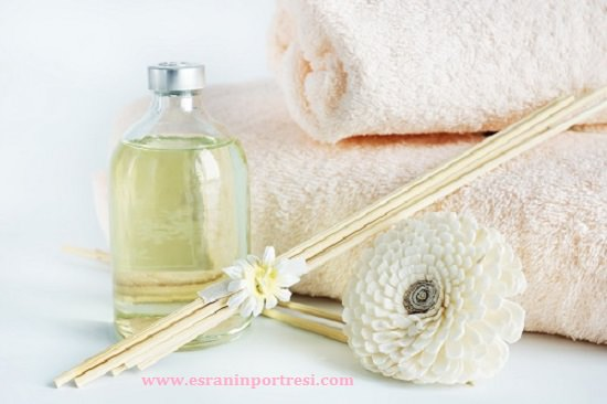 Sandal oil and towels for spa procedures
