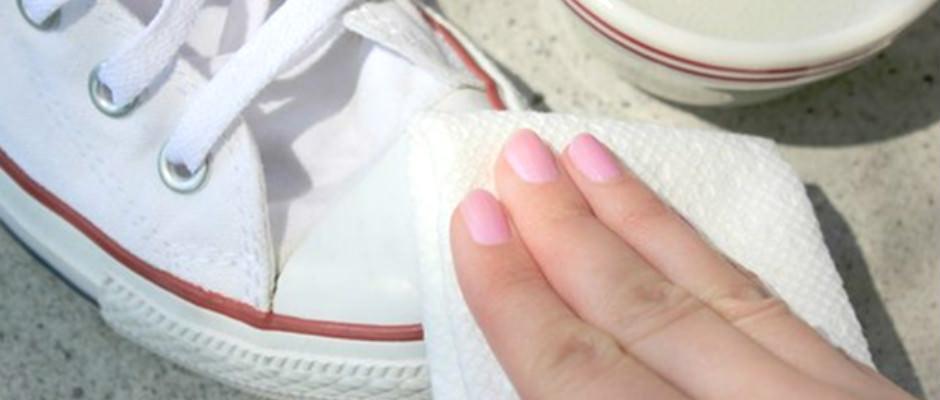 Beyaz Spor Ayakkabıları Temizleme Yolları