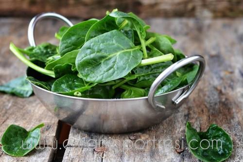 4 yesil yaprakli sebzelerin sagliga faydalari_mini