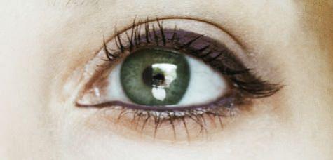 yesil gozler icin eyeliner rengi onerileri_mini