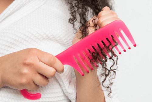 kıvırcık saçlar nasıl taranmalı