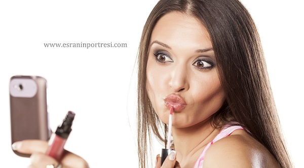 selfie çekerken öpücükten vazgeçin_mini